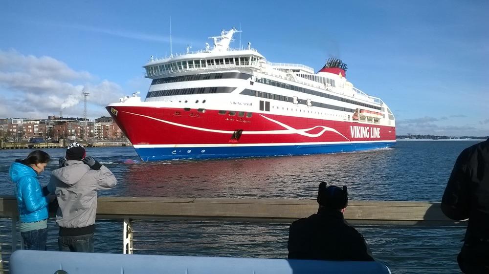 Helsinki Viking XPRS lähdössä Katajanokalta 2 3 2016 (KTS)
