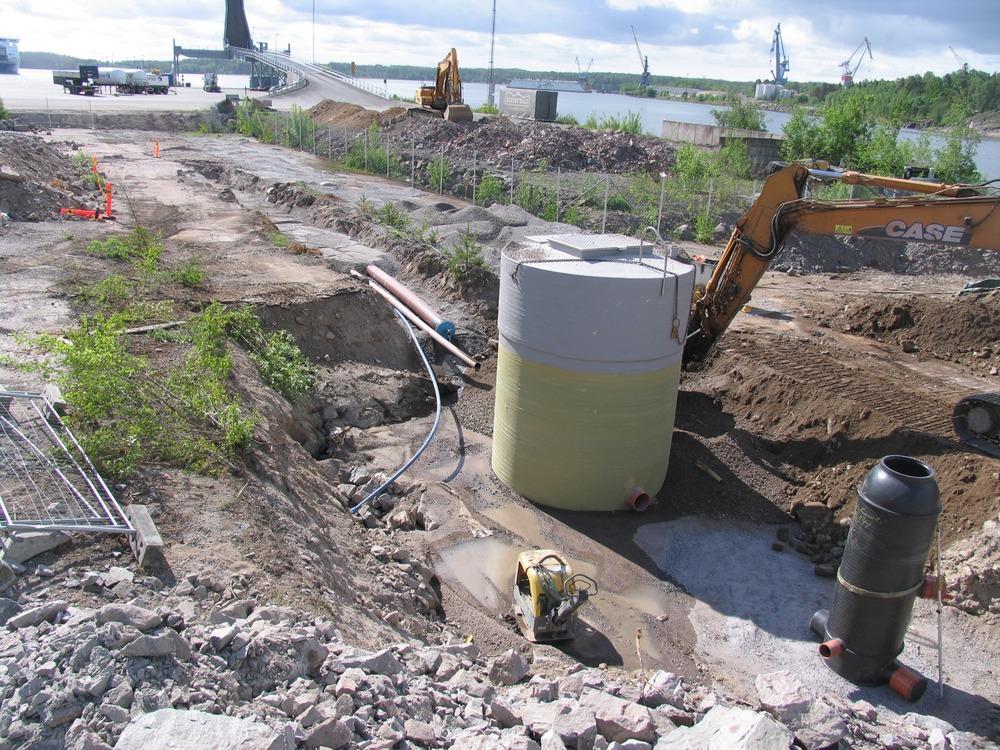 Viemäröinnin rakennustyömaata Naantalin satamassa, kesä 2016
